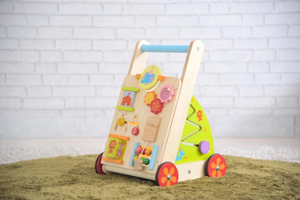 歩き始めた始めた赤ちゃんには手押し車が良い理由
