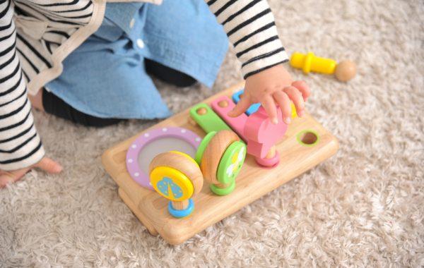 赤ちゃんは叩くのが大好き!かわいい楽器のおもちゃで音遊びを楽しもう♪