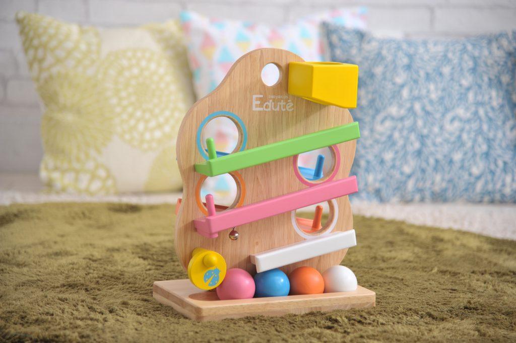 繰り返し遊びたくなるのが赤ちゃん☆そんな赤ちゃんにぴったりな転がし遊びのおもちゃは??