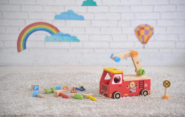 大工さん遊びと子どもが大好きな「消防車」の木のおもちゃ☆彡
