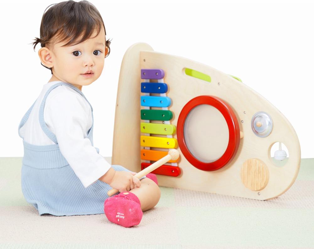 転がすおもちゃと楽器のおもちゃがひとつになった「スロープローラーミュージックステーション」
